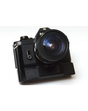 Nikon EM con obiettivo Tamron 28-50mm 1:3.5-4.5 Motore Omaggio